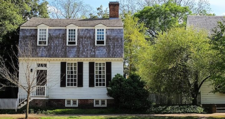 house in colonial williamsburg with trees